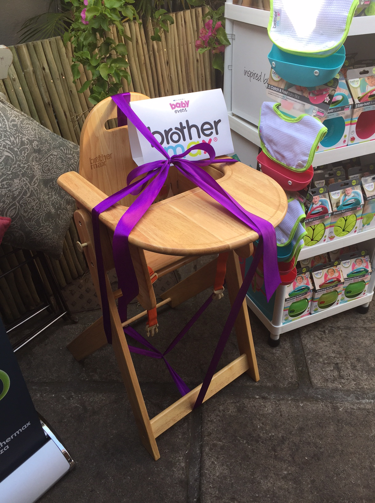 Cindy Alfino from 3kids2dogs1house was the lucky winner of this feeding high chair after a very unique taste challenge :)